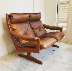 17854702 1212794958845944 4823961644722085771 o 300x297 Lied Mobler 2Persons Teak frame Leather Sofa