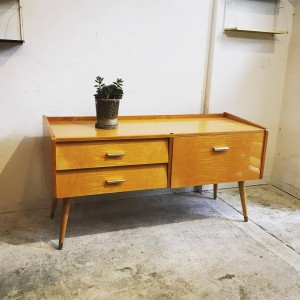 21246561 1357072667751505 5552284035413825904 o 300x300 Maple Wood Vintage Sideboard オランダ